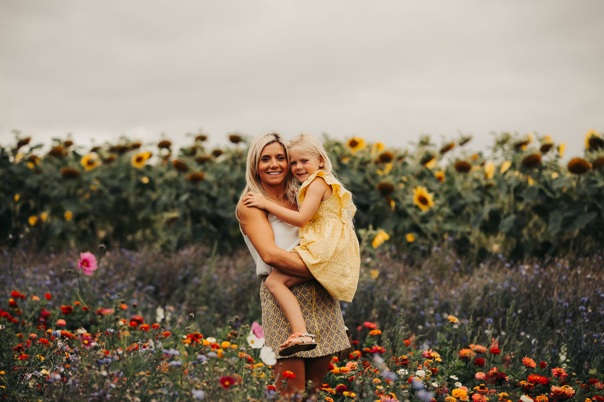 sunflower photoshoot mum and daughter in the field