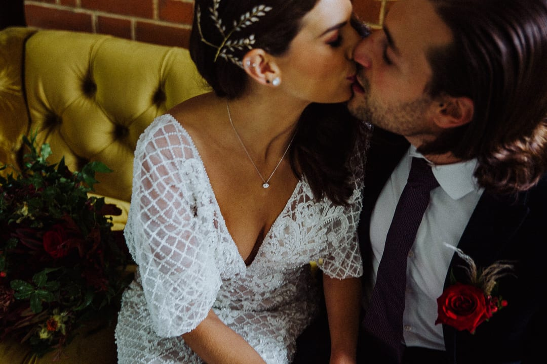 COUPLE JUST MARRIED KISSING